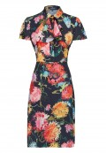 Sommerliches Kleid mit Rüschen