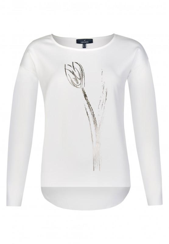 Artikel klicken und genauer betrachten! - Dieses Shirt von Daniel Hechter ist der perfekte Partner für modische Büro und Freizeit-Outfits. Sein hübscher Look entsteht durch die Kombination aus floralem Print, versetztem Ärmelansatz sowie dem femininen Rundhalsausschnitt. Für einen besonderen Trend-Faktor sorgt die Vokuhila-Optik. Das Material recyceltem Polyester bietet optimalen Tragekomfort. Dieses Shirt wird in Europa produziert.   im Online Shop kaufen