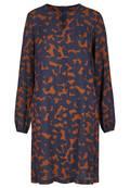Modisches Kleid mit Print