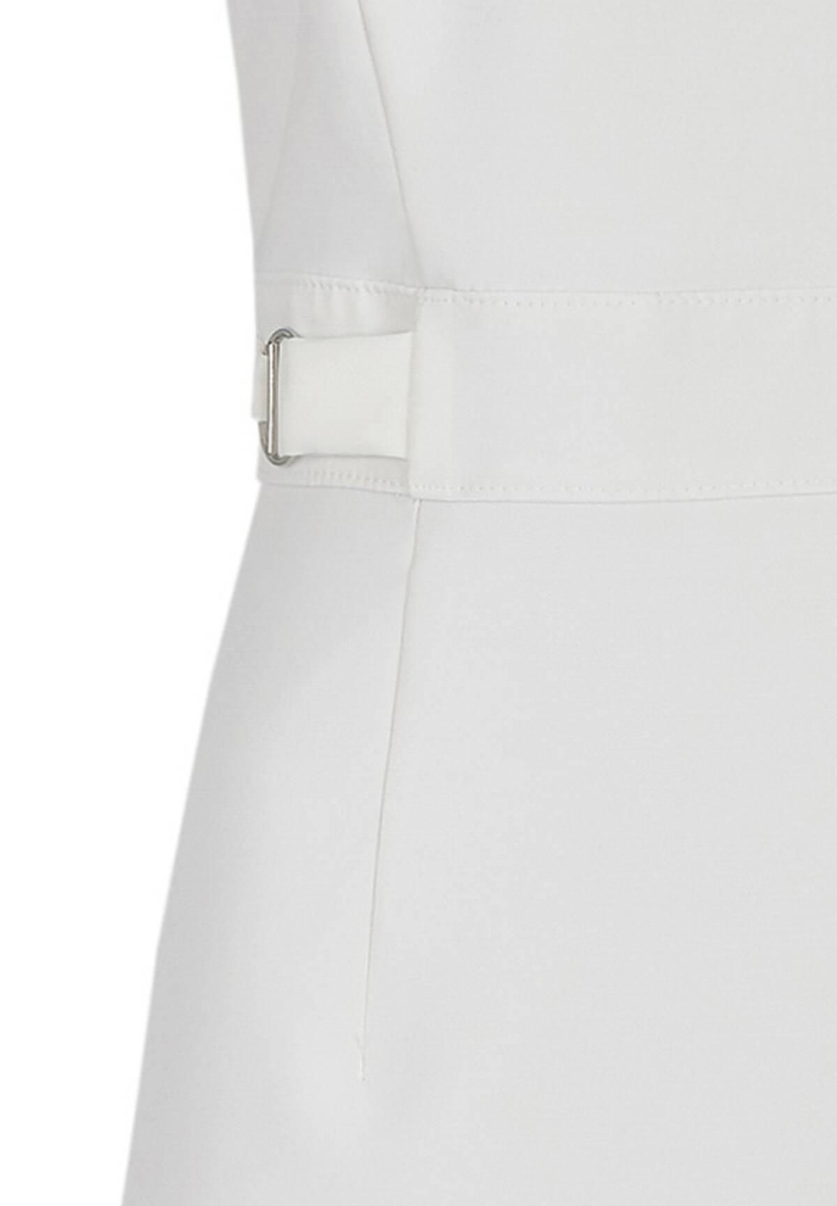 Elegantes Kleid mit modischen Details / Dress