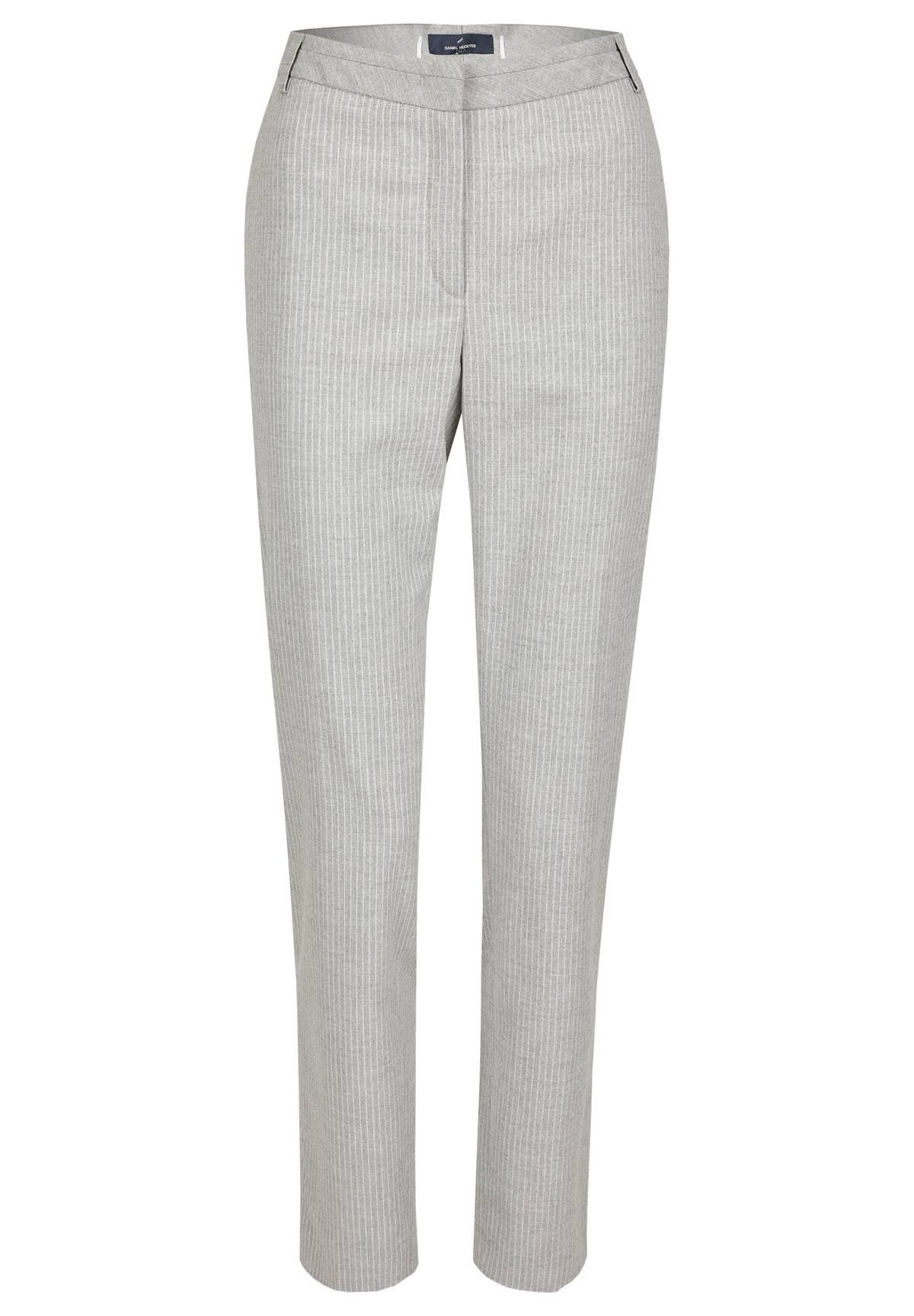 Schmal geschnittene Hose / Pants